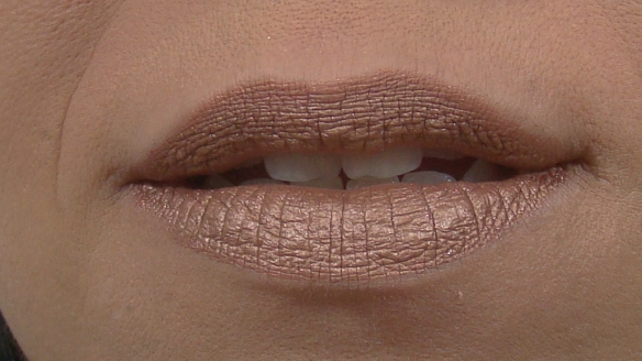 batom matte metálico champagne Mary Kay 2